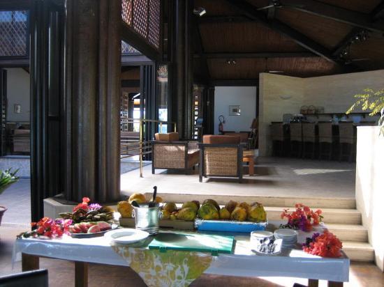 Hotel Paradis D'Ouvea: DIY fruit salad at breakfast
