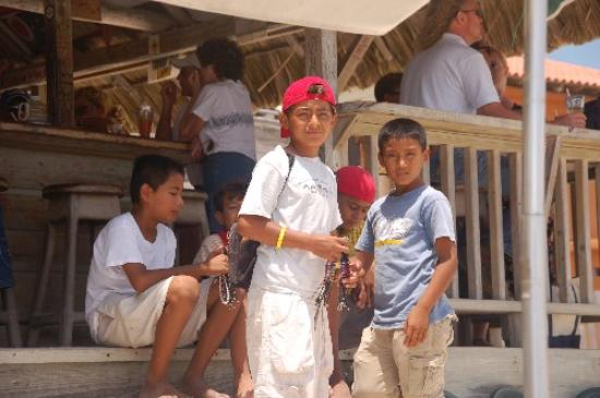 Cayo Ambergris, Belice: Boys Selling Jewellry on the Beach