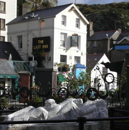 Richmond House: The Last Inn, Barmouth Village - nice, cosy pub for a pint!