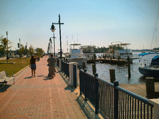 North Carolina: A family strolls along the Pamlico River Walk in Washington NC, 2006-10-01.