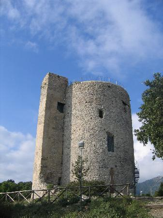 Salerno, Italië: Bastille/Bastiglia tower part of the Castello di Arechi complex