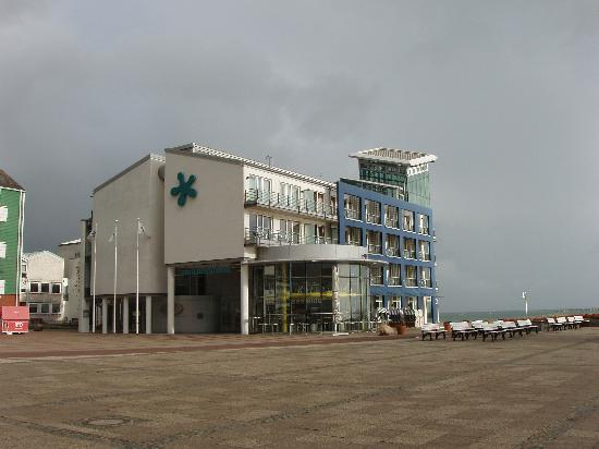 Hotel Atoll Helgoland: View from Harbour-Side