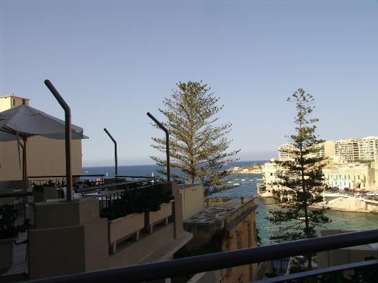 Le Meridien St. Julians: Bay view from bar terrace