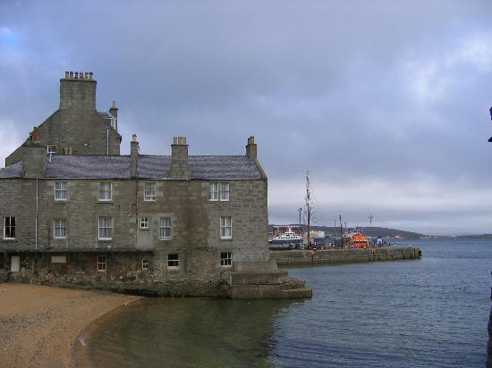 Lerwick, UK: Queens, rooms on the beach