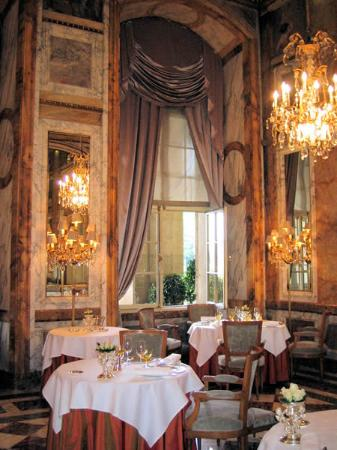 Hotel de Crillon, A Rosewood Hotel: Another view of dining room
