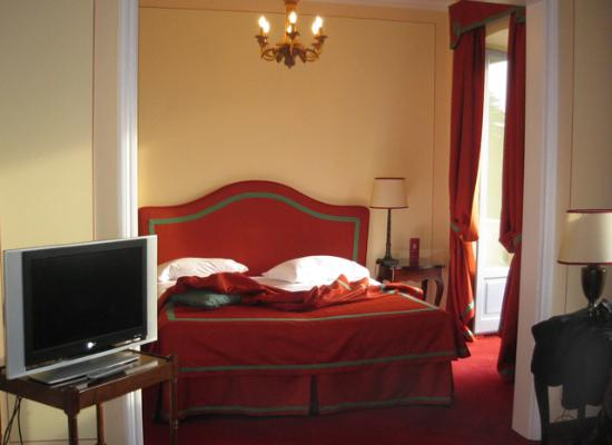 Grand Hotel Majestic: Our junior suite, with the balcony door beside the bed.