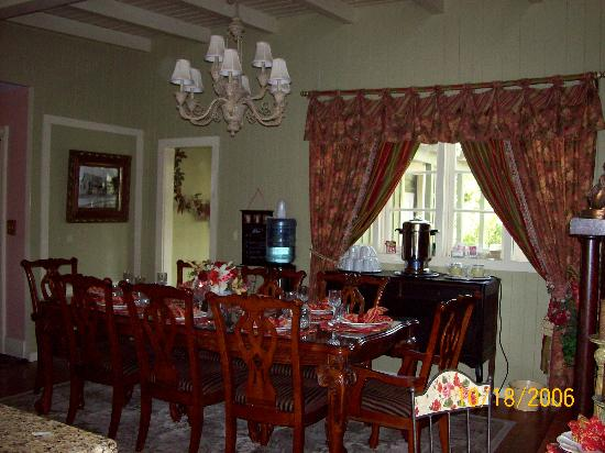 Inn on the Creek: Dining area