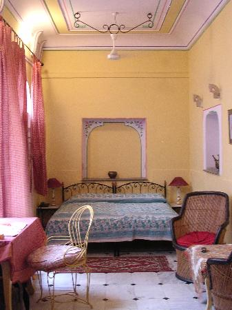 Diggi Palace: double with AC at the Diggi (chambre double climatisée au Diggi)