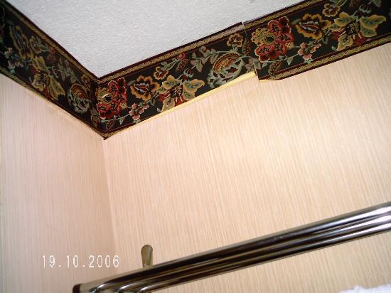 Teakwood Inn - Las Cruces: seperating wallpaper