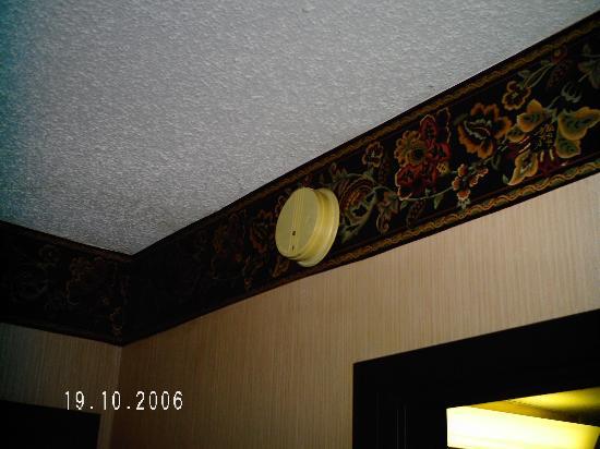Teakwood Inn - Las Cruces: inoperable smoke detector