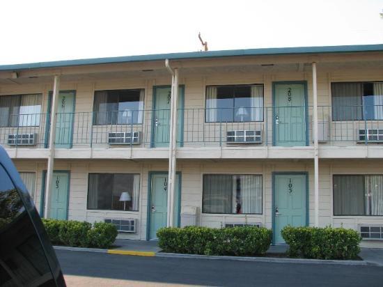 Motel 6 Bishop: Außenansicht des Motels