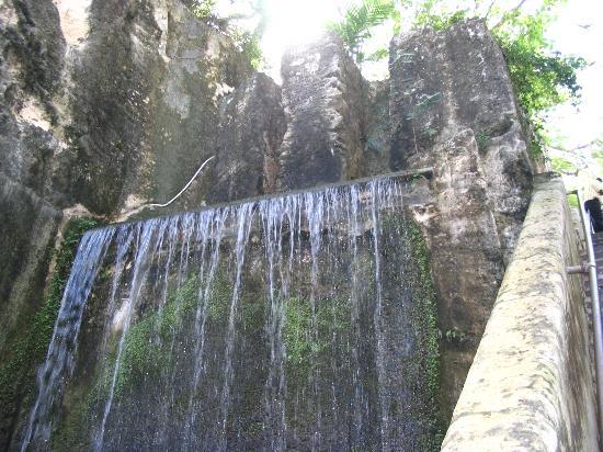 Nassau, Isola Nuova Providence: Waterfall Next to Staircase