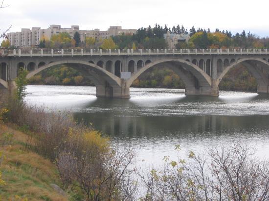 Radisson Hotel Saskatoon: Saskatoon University Bridge