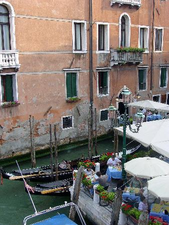 Hotel Galleria: View of Hotel from the Accademia Bridge