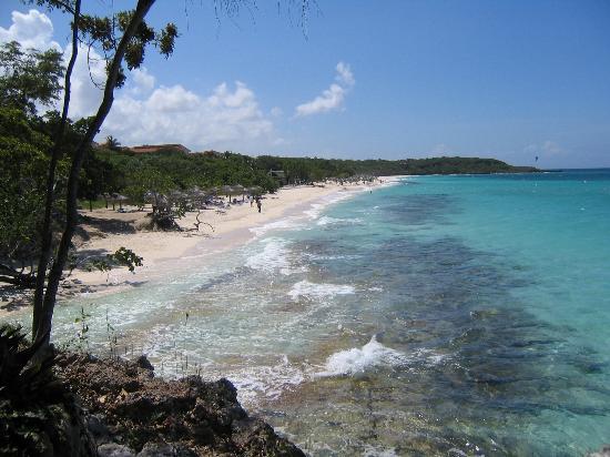 Paradisus Rio de Oro Resort & Spa: Hotel main beach