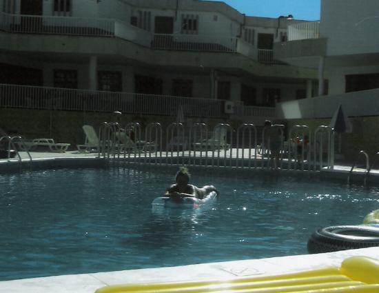 Checkin Bungalows Atlantida: in the pool