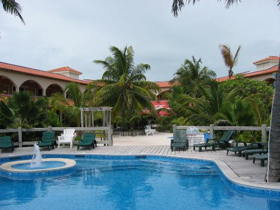 SunBreeze Hotel: Poolside