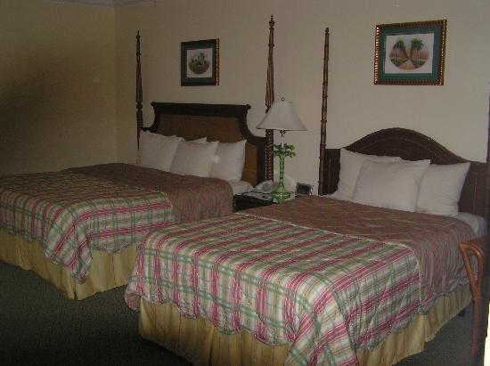 Marriott's Waiohai Beach Club: Standard hotel room at Marriott Waiohai Beach Club