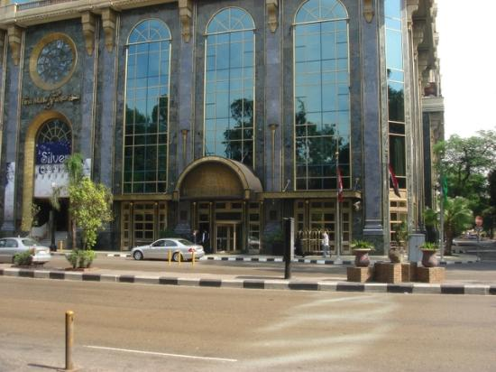 Four Seasons Hotel Cairo at the First Residence: Hotel Entrance