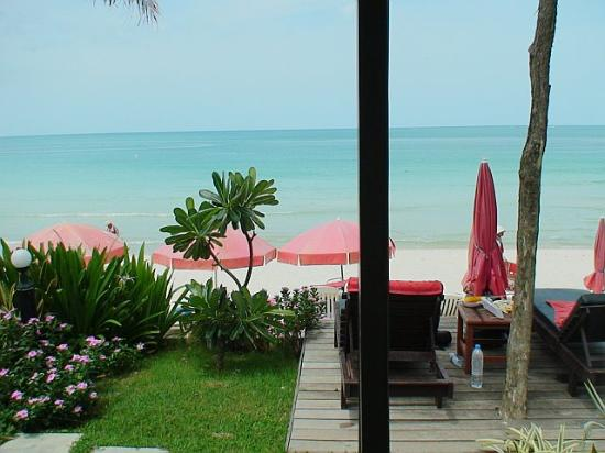 Baan Talay Resort: view from beach front room