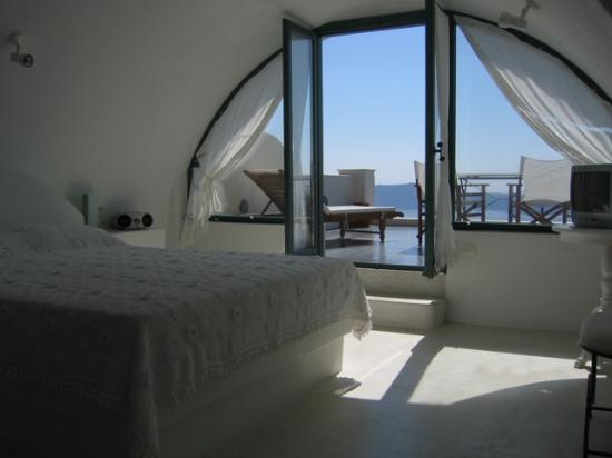 Anastasis Apartments: The top floor of the white suite, looking out to the terrace!