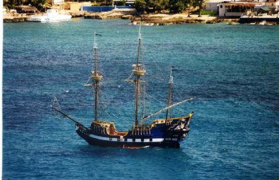 George Town, Grand Cayman: The Jolly Roger in Georgetown Harbor