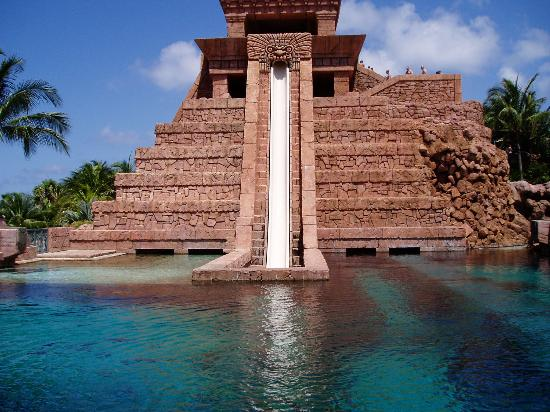 Marine Habitat at Atlantis: Water slide into predator tank