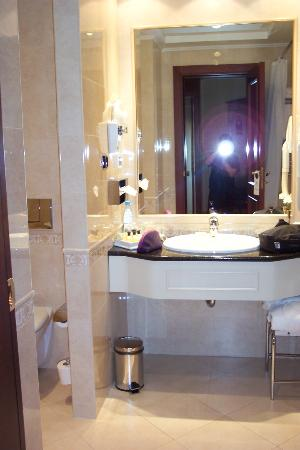 Premier Palace Hotel: bathroom