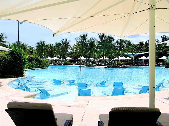 Shangri-La's Mactan Resort & Spa : main pool area