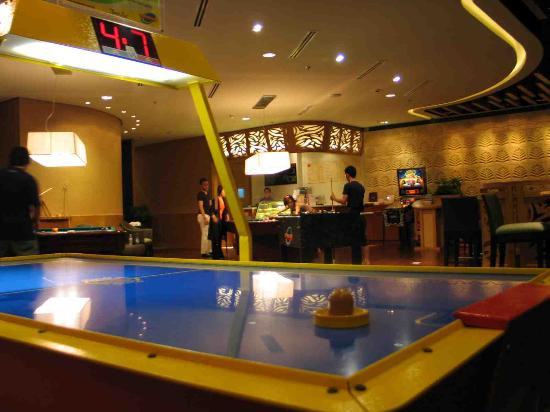 Shangri-La's Mactan Resort & Spa: E-zone game center