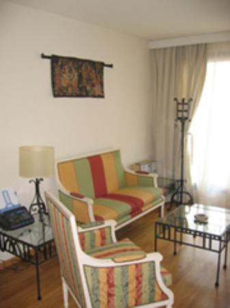 Thames Residence Hotel: Living Room