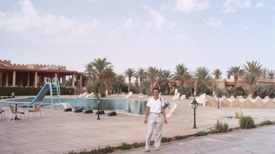 Belere Hotel Erfoud: pool and central courtyard