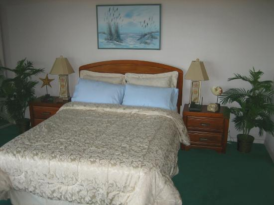 La Mirage Condominiums: Unit 333 Lovely Master Bedroom with Ocean Theme and Oceanview Balcony and 3 Closets