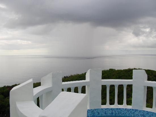 Windjammer Landing Villa Beach Resort: Squall coming in
