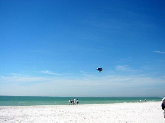Siesta Beach: Blimp visits Siesta Key