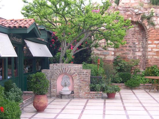 BEST WESTERN Citadel Hotel: Terrasse jardin