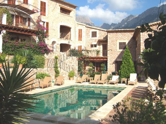 Hotel Apartament Sa Tanqueta: hotel and pool