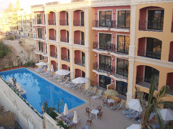 Grand Hotel Gozo: The new pool area opened last summer. The new part of the hotel will open early 2007.