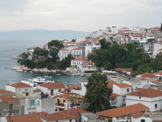 Paradise Hotel: View of Skiathos town