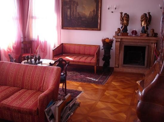 Ca' Angeli: Sitting room overlooking Grand Canal