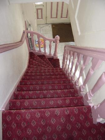 Seven Bridges Hotel: Stairs to Room C