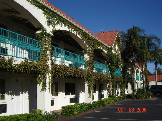 Dynasty Suites Redlands: Two-story wing across the parking lot from the one-story wing