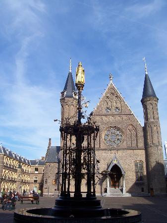 ‪Binnenhof & Ridderzaal (Inner Court & Hall of the Knights)‬