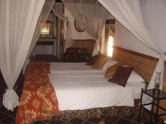 Tangala Safari Camp: Our room - comfortable and romantic