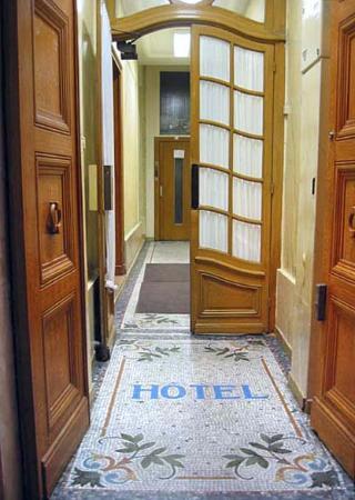 Tiquetonne: Entrée de l'hôtel