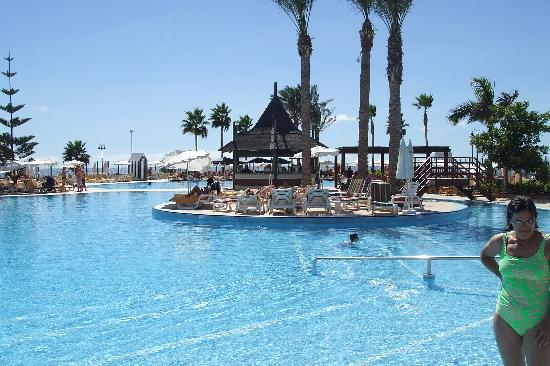 Iberostar Anthelia: salt water pool . . bit chilly for me!