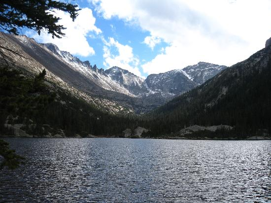 Taharaa Mountain Lodge: Mill's Lake at Rocky Mountain National Park