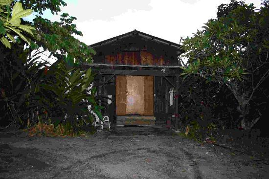 """Pomaika'i """"Lucky"""" Farm B&B: Coffee Barn (shower behind plant and white screen to left)"""