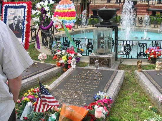 Graceland: Elvis Presley's Grave