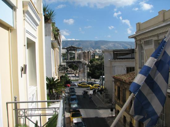 AVA Hotel Athens: Hadrians Arch from 2nd floor Room